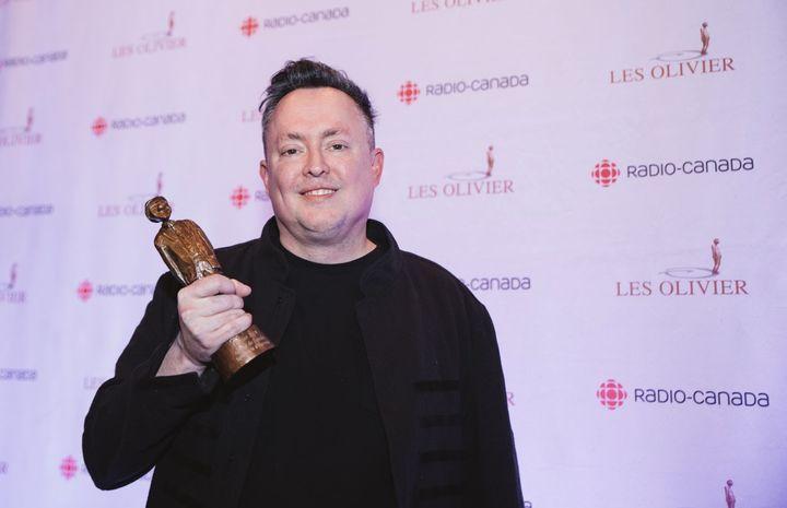 Mike Ward a reçu quatre trophées, dont celui de l'Olivier de l'année.