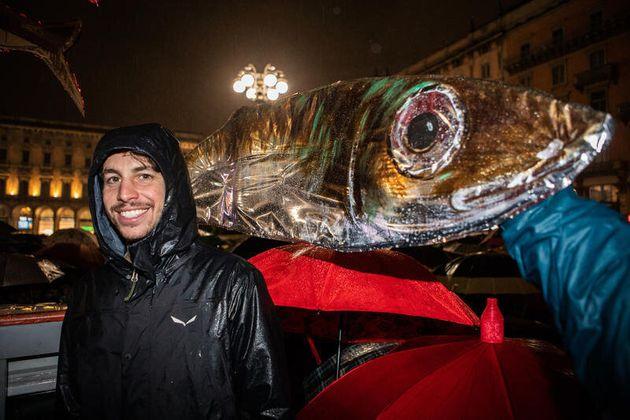 01/12/19 Milano, Movimento delle Sardine manifesta in Piazza Duomo; nella foto Mattia