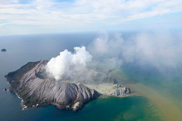Συγκλονιστικές εικόνες από την έκρηξη του ηφαιστείου στη Νέα