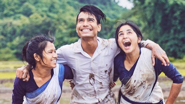 Στιγμιότυπο από την ινδική ταινία «Η Μπουλμπούλ μπορεί να τραγουδήσει» που ανακηρύχθηκε μεγάλη νικήτρια...