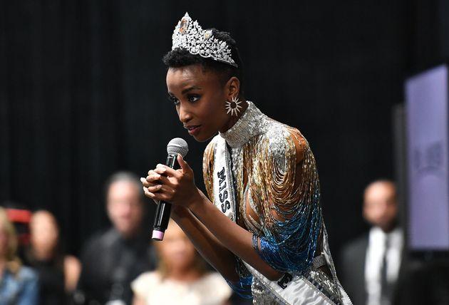 Miss Universo è Zozibini Tunzi, la prima a sfilare con capelli afro al