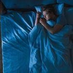 Vous vous réveillez toutes les nuits à la même heure? Voici