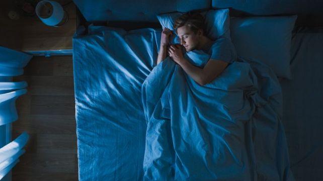 Il existe des moyens de prévenir le réveil au milieu de la nuit, selon les experts