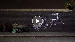 Banksy colpisce ancora e trasforma un senzatetto in Babbo Natale