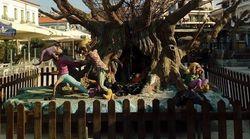 Αίγιο: Με καλικάντζαρους στόλισαν την πόλη - Οι πολίτες θέλουν «φάτνη και