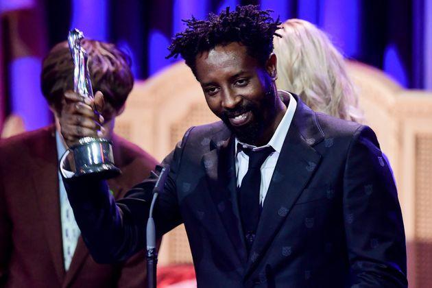 Le réalisateur Ladj Ly recevant le Prix Découverte Européenne 2019 pour son film...