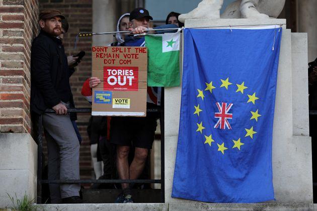 Βρετανία: Προβάδισμα Τζόνσον δύο πριν τις κρίσιμες