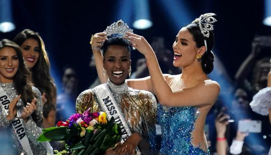 Zozibini Tunzi, a Miss Universo 2019: 'Agora mulheres como eu podem saber que são