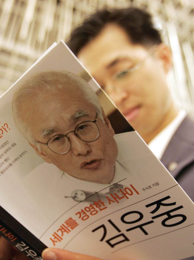 A South Korean reads at a former Daewoo Group chairman Kim Woo-choong's fictionalized biography book...