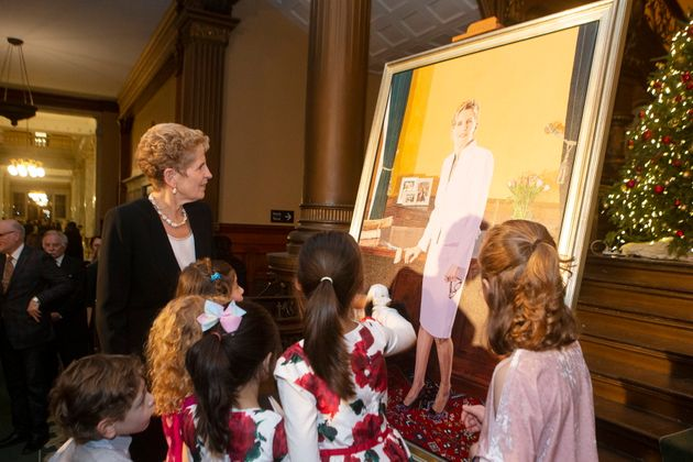 Kathleen Wynne shows her portrait to children from her constituency in Toronto, on Nov. 9,