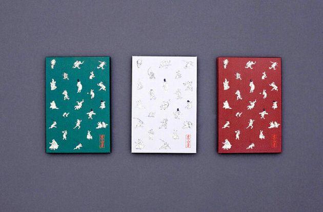 鳥獣戯画をあしらった朱印帳=高山寺提供