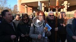 Rosari per Salvini. A Torino leghisti pregano fuori dal tribunale