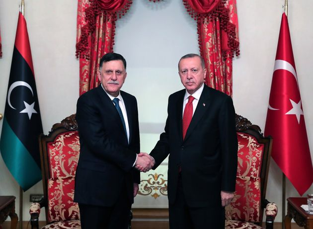 """Le mani di Erdogan sulla Libia: """"Pronti a intervenire s"""
