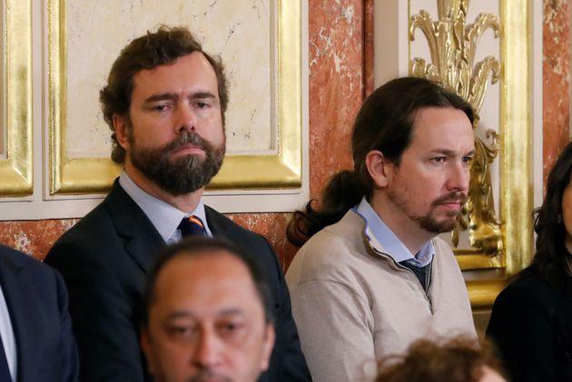 El portavoz de Vox en el Congreso, Iván Espinosa de los Monteros (i) y el líder de Unidas Podemos, Pablo...
