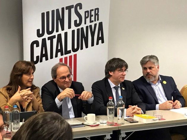 El presidente de la Generalitat, Quim Torra (2i), la portavoz de JxCat en el Congreso, Lausa Borrás (i),...