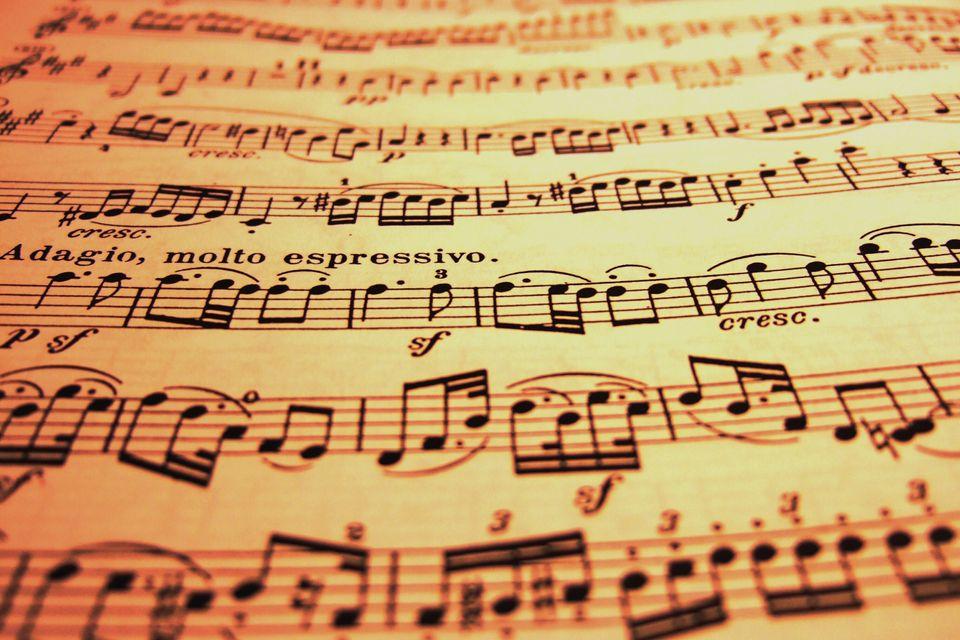 Music notes focussing on adagio, molto expressivo.
