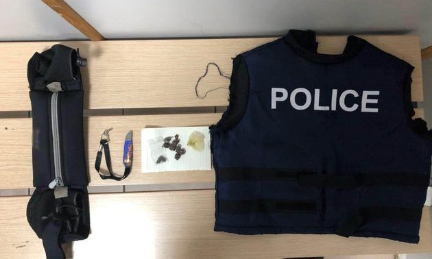 Ντύθηκε αστυνομικός και πουλούσε ναρκωτικά στο κέντρο της