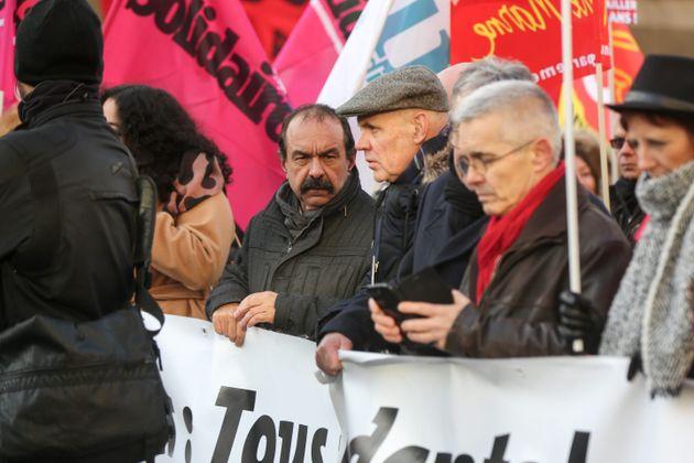 Le leader de la CGT Philippe Martinez (au centre) lors de la grande manifestation du 10 décembre...