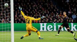 El Valencia logra la machada: victoria en Amsterdam y a octavos como primero de