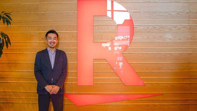 Gushi(28) 新卒で大手アパレルメーカーに就職し、副店長として勤務。ECに携わった経験から、その将来性を感じ、本格的に学びたいと2018年に楽天へ。ファッション通販サイト「Rakuten