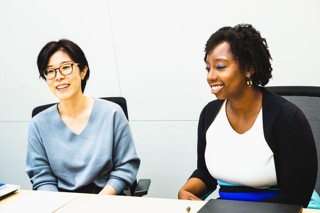 三橋素子さん(左)、ジェシカ・メリーウェザーさん(右)