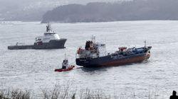 El 'Blue Star' atraca en el puerto exterior de Ferrol tras ser