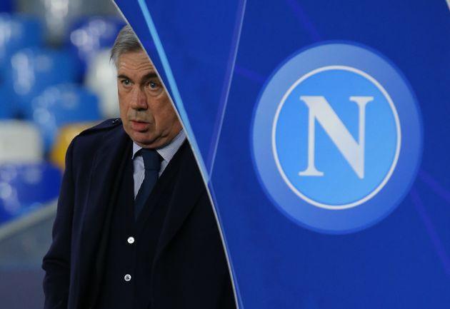Carlo Ancelotti esonerato dal Napoli. Il nuovo allenatore è