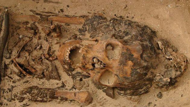 고깔 모양 밀랍 머리장식이 발견된