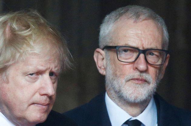 Imagen de archivo de Johnson (izq) y Corbyn