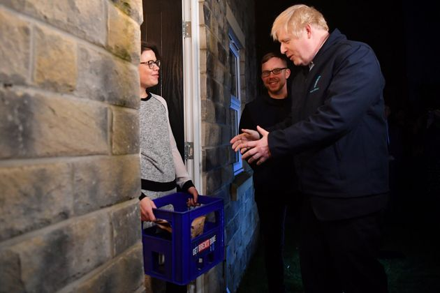 Johnson pide el voto puerta a puerta en Reino
