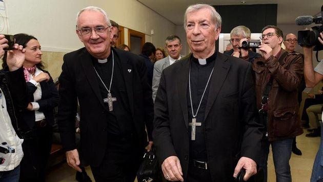 El obispo de Barbastro-Monzón, Ángel Pérez y el obispo de Lleida Salvador Giménez, en el