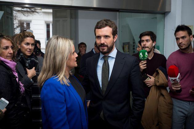 El líder del Partido Popular, Pablo Casado, junto a la presidenta de la Fundación Víctimas del Terrorismo,...