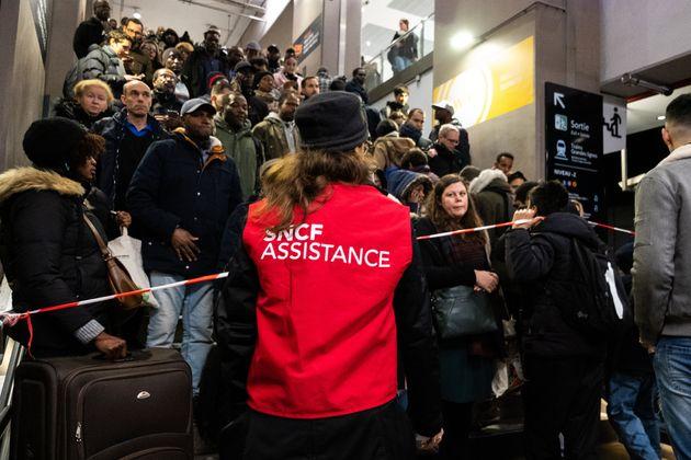 Affluence à la gare du Nord à Paris le 9 décembre 2019, jour de grève à...