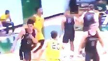 'Vicious' Sucker Punch Kommt Aus Dem Nichts In College-Basketball-Spiel