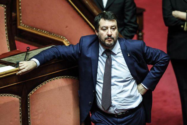 Il pallottoliere si fa più arduo. Salvini continua a corteggiare i dubbiosi del Movimento