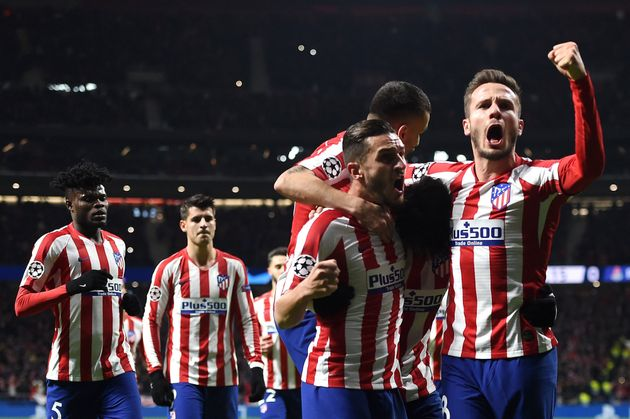 Jugadores del Atlético celebran el primer gol ante el