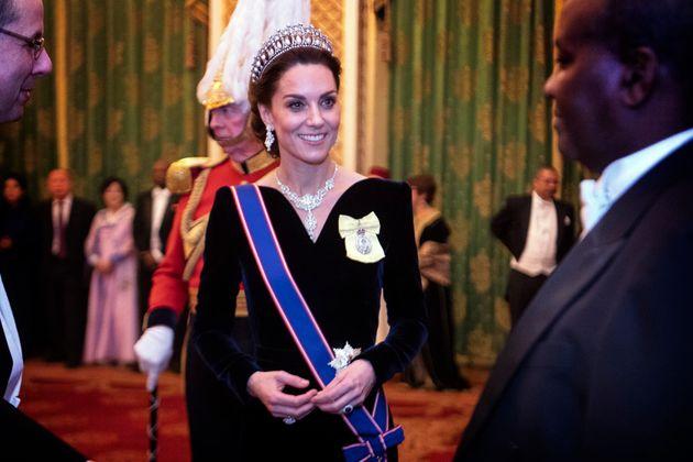Sulla testa di Kate brilla ancora la tiara di Diana: l'omaggio alla suocera mai