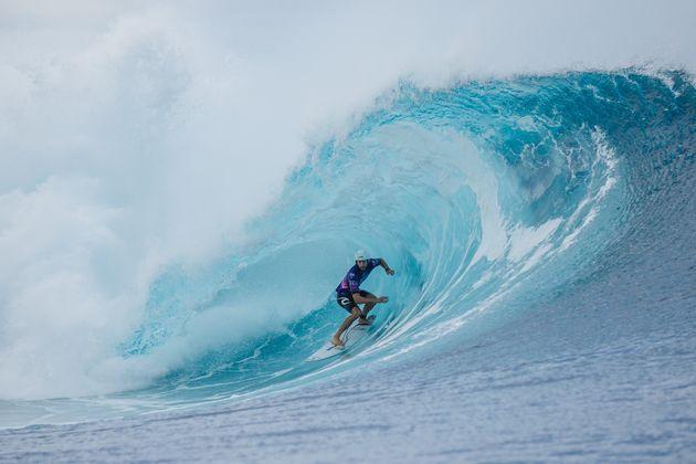 L'Australien Owen Wright surfant à Tahiti lors du Tahiti Pro Teahupo'o en août