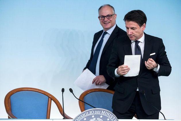 Il presidente del Consiglio Giuseppe Conte - Il ministro dell'Economia Roberto