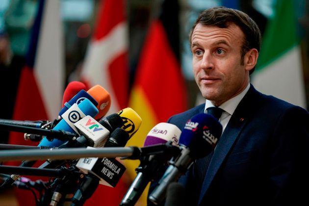 Avant son arrivée au conseil européen à Bruxelles, Emmanuel Macron a du lire la...