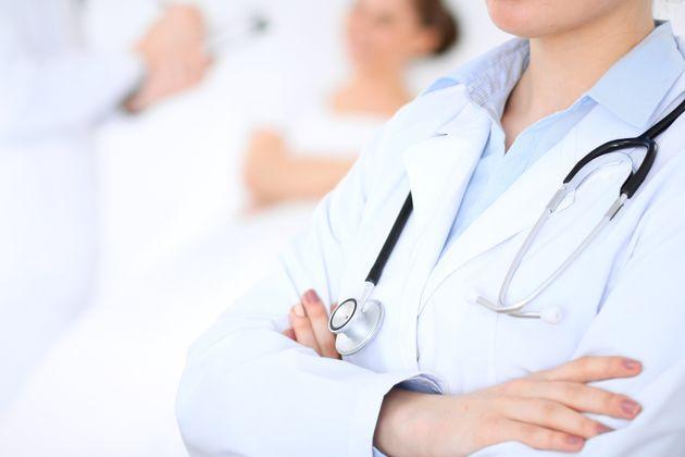 Embauche: des médecins dénoncent les questions sur leur vie familiale