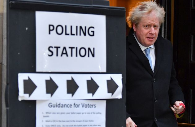 Boris Johnson, ici à la sortie du bureau de vote le 12 décembre, et les conservateurs ont...