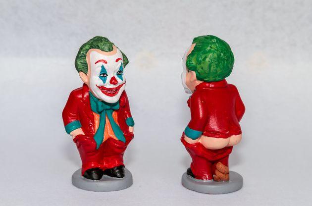 映画『ジョーカー』のキャラクターをモチーフにした、カタルーニャ地方の伝統的な人形