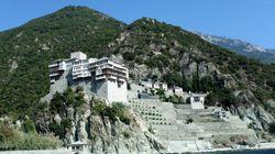 Τραγωδία στο Άγιο Όρος: Μυστηριώδης πτώση προσκυνητή στο
