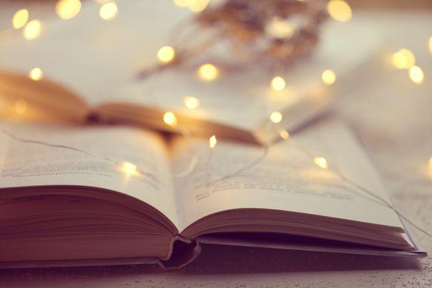 Idee regalo Natale, i libri da mettere sotto