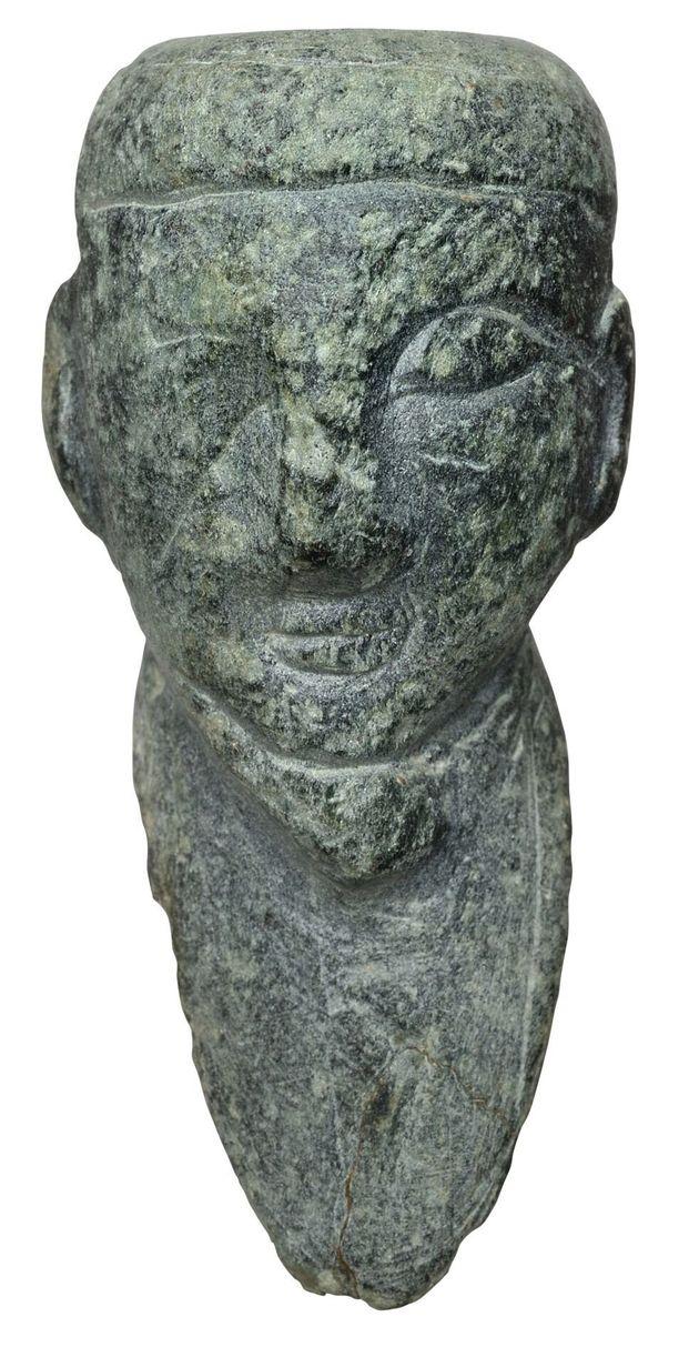 Κεφαλή ακρόλιθου ειδωλίου ανδρικής μορφής από τη Γρόττα, στη Νάξο (14ος αι.