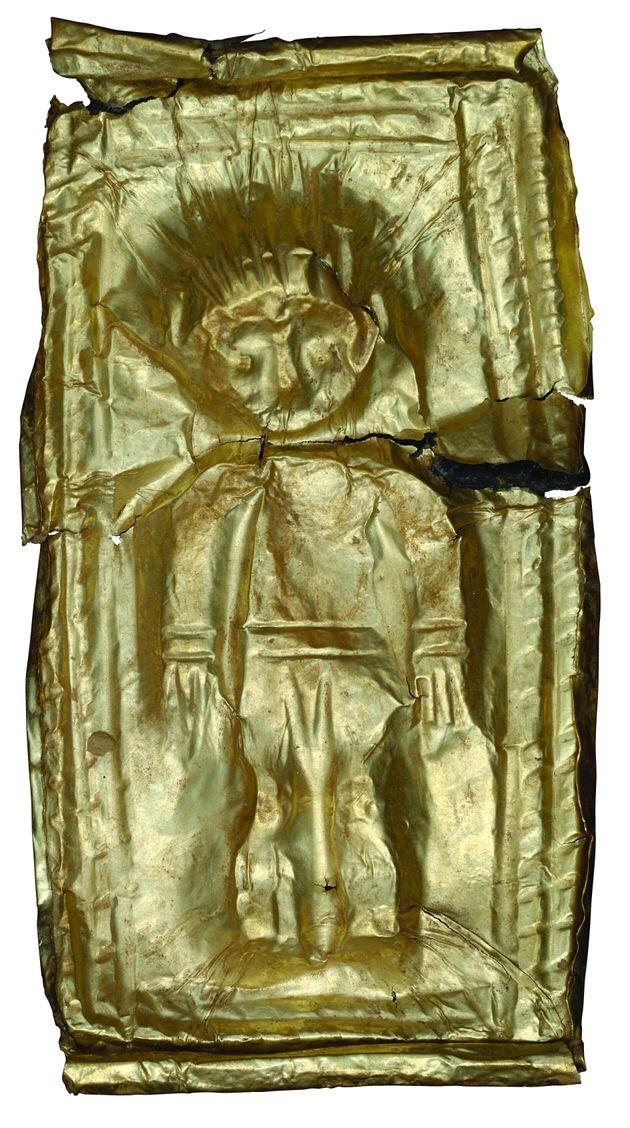 Χρυσό έλασμα με έκτυπη παράσταση παιδικής μορφής από το νεκροταφείο του Καμινιού στη Νάξο (12ος / αρχές...
