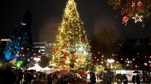 Τα φετινά Χριστούγεννα στην καρδιά της Αθήνας είναι πιο φωτεινά από