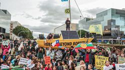 300 jóvenes protagonizan una sentada en la Cumbre del Clima: