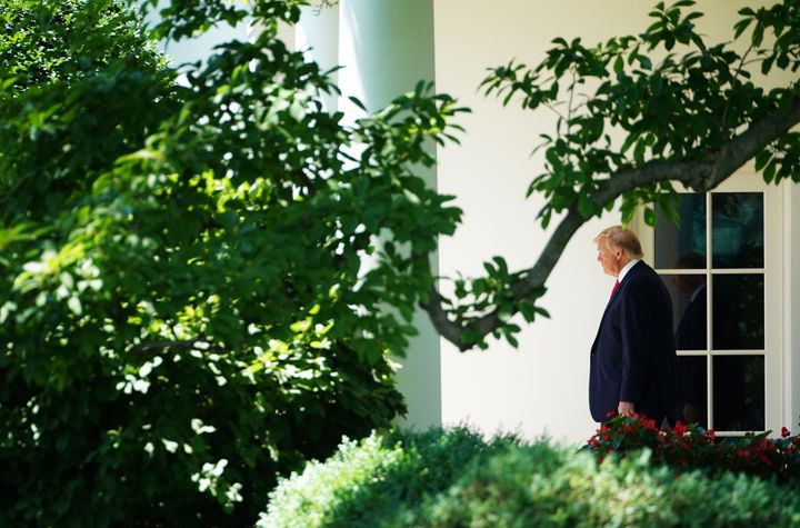 Westlake Legal Group 5df3f0e3250000460298e18d Donald Trump Is The Loneliest Man In America